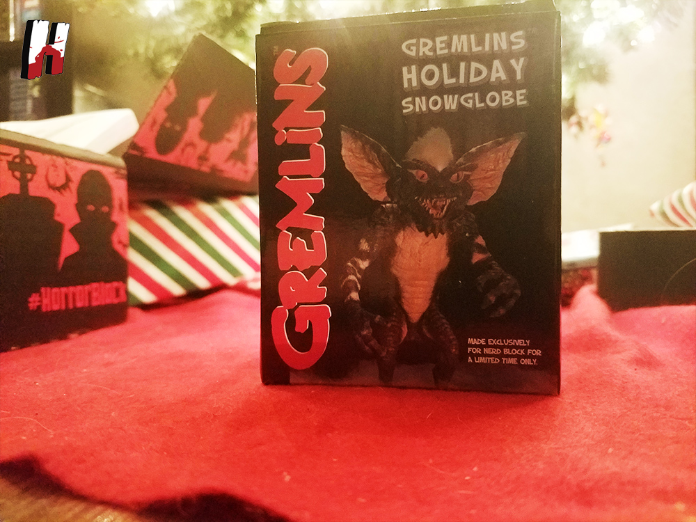 gremlins-snow-globe-horror-block-december-2016-1
